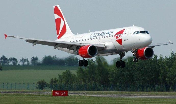 Airbus A320 ČSA přistává na pražském letišti