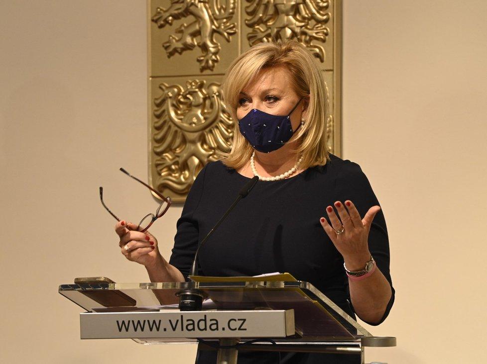 Ministryně financí Alena Schillerová po zasedání vlády 18. října.