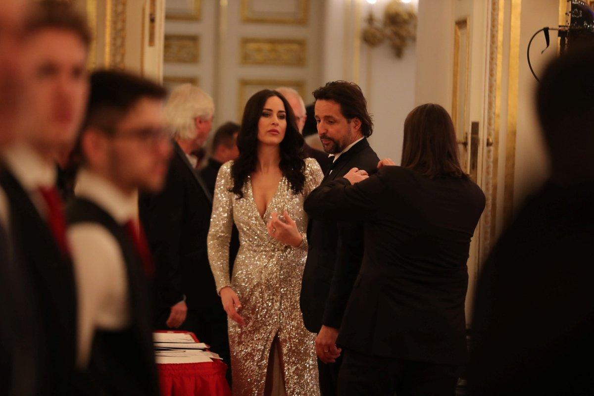Moderátoři pátého charitativního plesu prezidenta republiky Alex Mynářová a Tomáš Krejčíř (10.1.2020)