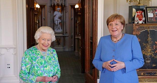Britská královna Alžběta II. a německá kancléřka Angela Merkelová (2. 7. 2021)