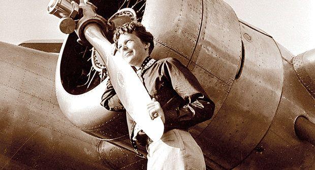 Amelia Earhartová: Zajata Japonci nebo pohřbena na dně moře?