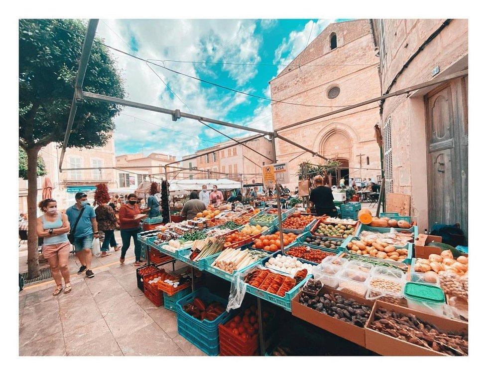 Eva Burešová s Přemkem Forejtem na Mallorce navštívili místní trh