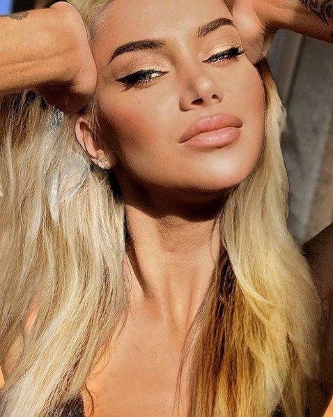 Líbila by se vám Andrea jako blondýnka?