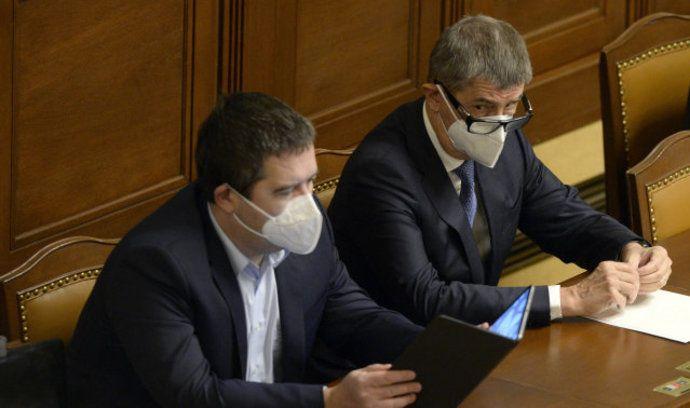 Zleva ministr vnitra Jan Hamáček (ČSSD) a premiér Andrej Babiš (ANO)
