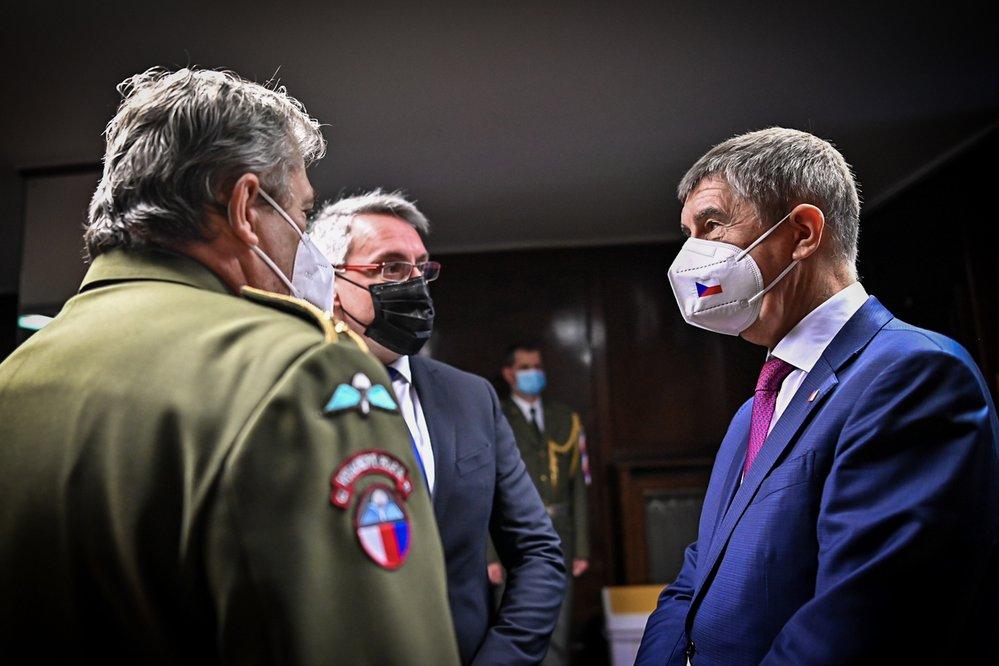 Andrej Babiš s Lubomírem Metnarem a generálem Alešem Opatou