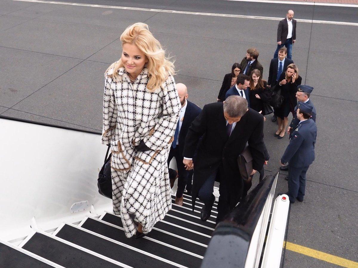 Odlet premiéra Andreje Babiše s manželkou Monikou do Estonska.