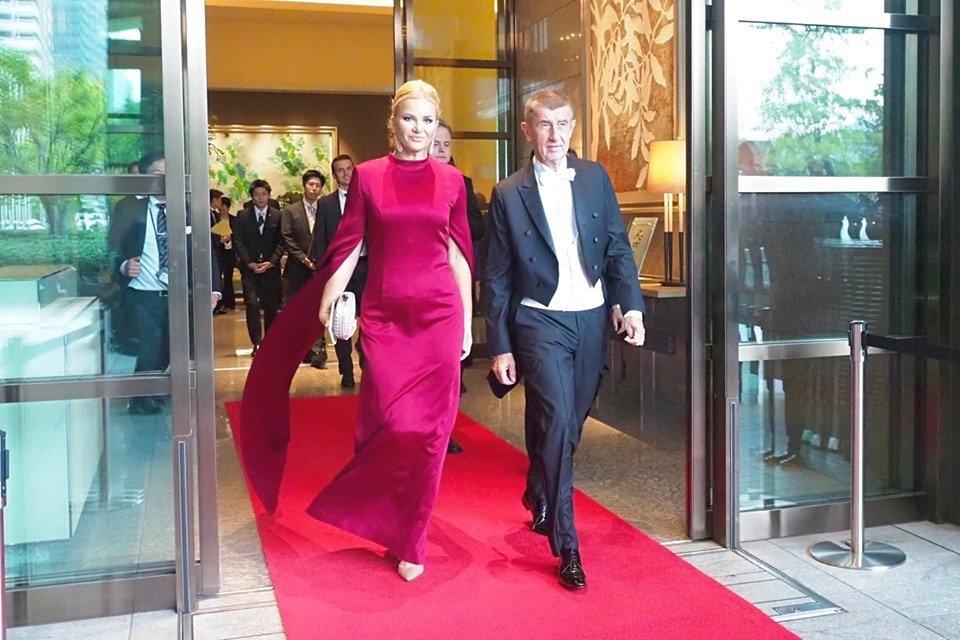 Premiér Andrej Babiš s manželkou Monikou vyrazil iv Japonsku na ceremoniál k uvedení císaře Naruhita na trůn (22.10.2019)