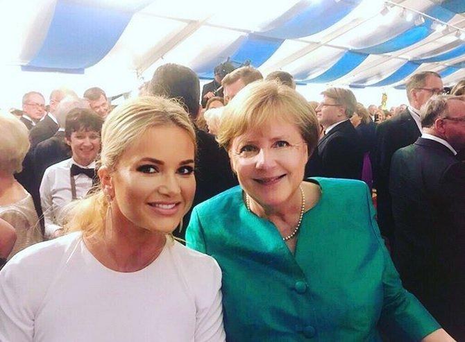Manželka českého premiéra Monika Babišová a její fotka s německou kancléřkou Angelou Merkelovou. Potkaly ve v Bavorsku na hudebních slavnostech (25.7.2018)