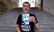 Andrej Babiš se svou novou knihou, vydanou před sněmovními volbami 2021