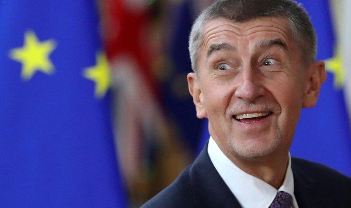 Prozatím se naplňují prognózy, že ani přehmaty, ústřely achyby vládních představitelů vbarvách ANO – včele spremiérem Andrejem Babišem – této straně nijak zvlášť neuškodily, ba možná naopak.