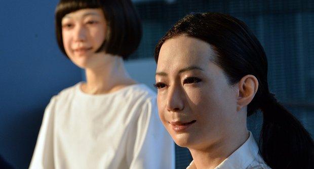 Japonští androidé vezmou moderátorům práci