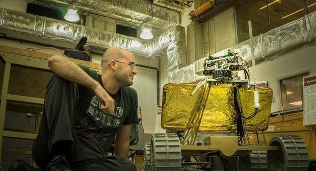 Na návštěvě u Andyho: Mrkni do díly, kde staví robota