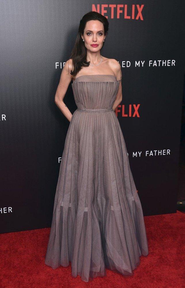 Newyorská premiéra filmu First They Killed My Father, který Angelina režírovala, rok 2017