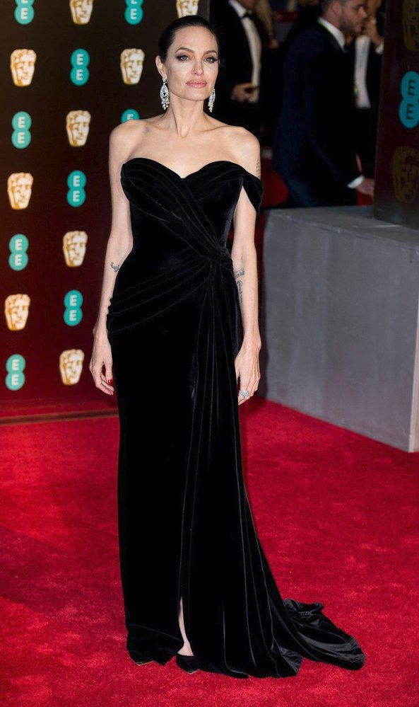 Angelina Jolie na předávání cen BAFTA, rok 2018