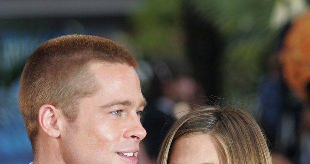 Rozvod Jolie a Pitta na spadnutí? Ona má makléře, on líbá Aniston!