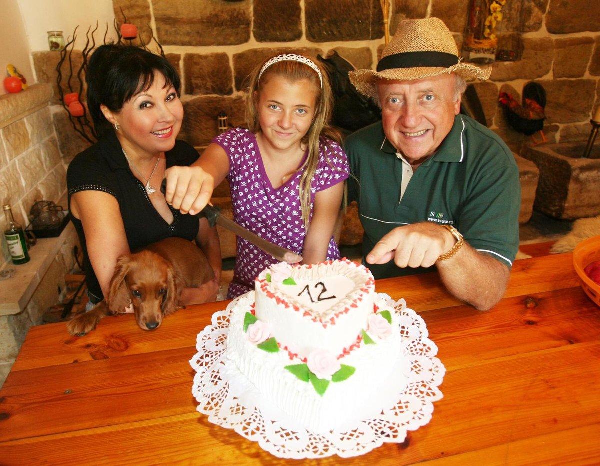 Takhle Anička slavila dvanácté narozeniny v roce 2007