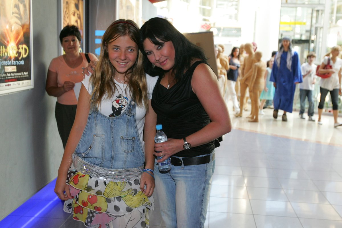 Anička s matkou na premiéře filmu Mumie 3 v roce 2008