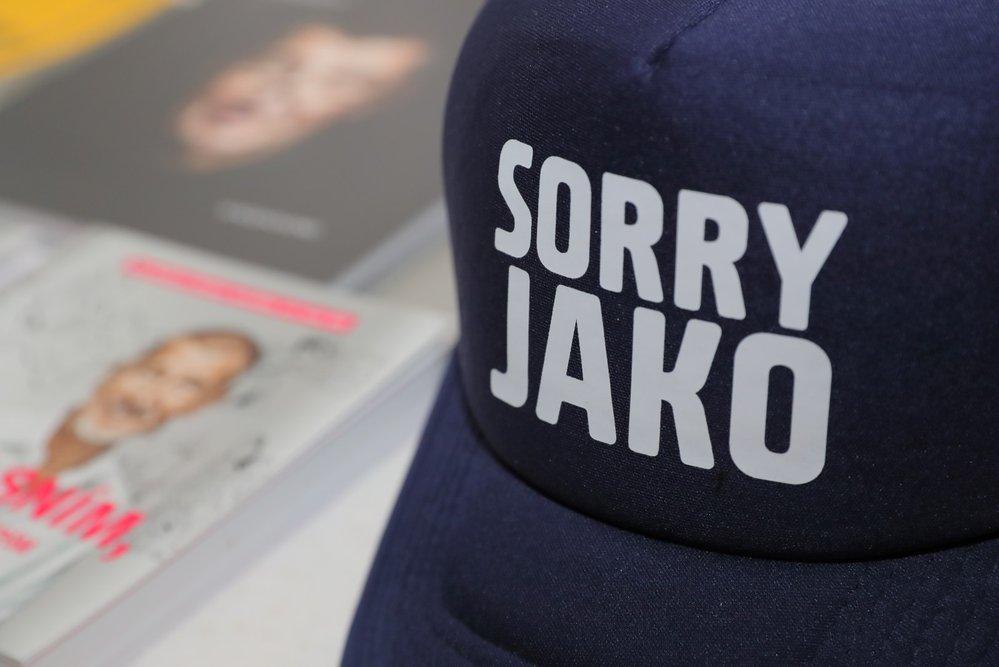 V restauraci Sokolovna v Průhonicích, která patří premiéru Babišovi, jsou propagační materiály hnutí ANO - včetně čepice s nápisem Sorry jako.