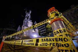 Zabaveno ANO-FERTEM! Česko oblepily žluté exekuční pásky, akce upozorňuje na Babišovo jednání