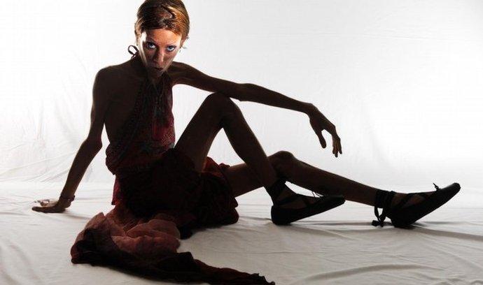 Anorektická modelka Isabella Caroová, která se stala tváří kampaně proti této nemoci