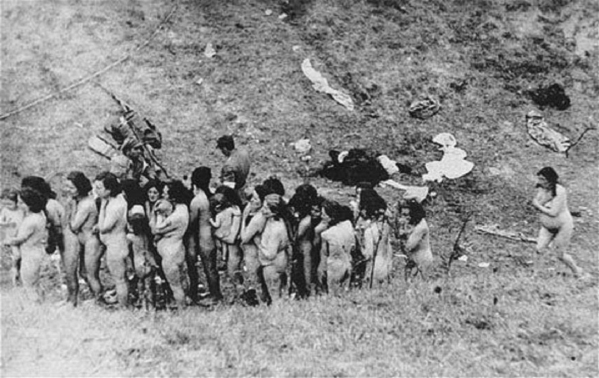 Zprvu se Židé stříleli z bezprostřední blízkosti. Vrazi ale začali svá traumata řešit alkoholem, končili na psychiatrii, tak byly zavedeny plynové komory, kyanid, sterilizace…