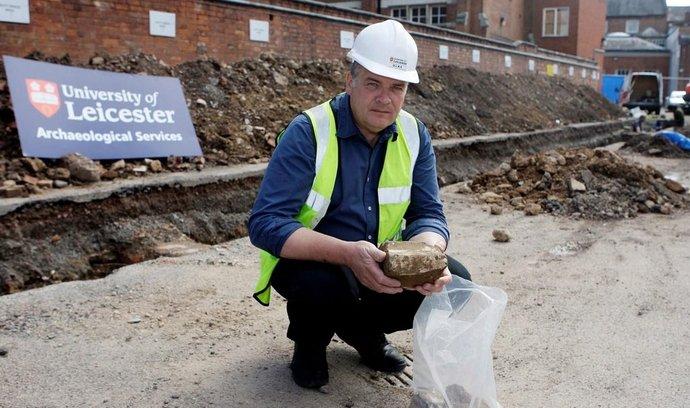 Archeolog Buckley pátrá po hrobu Richarda III.