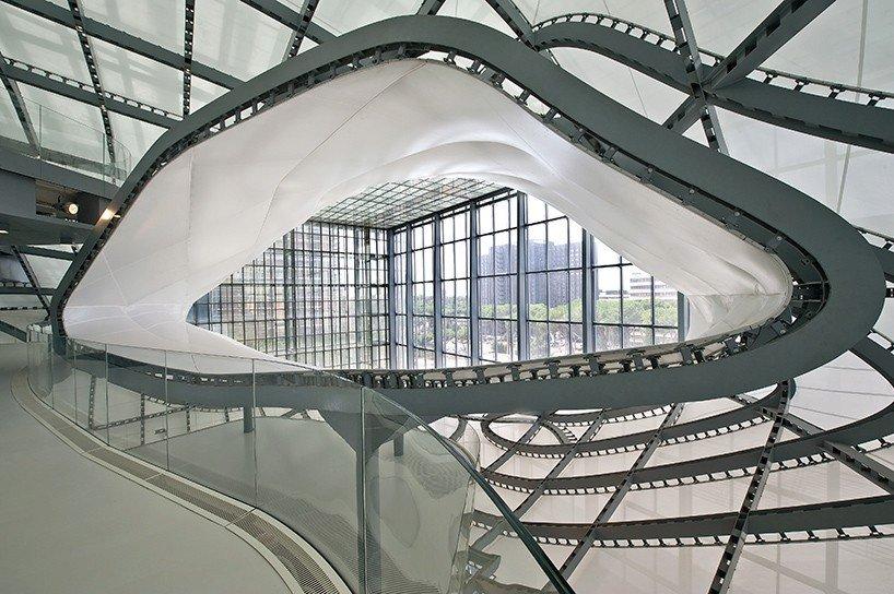 EUR Convention Center od ateliéru Fuksas se přezdívá 'Cloud,' což v překladu znamená obláček. Najdete ho v Římě.