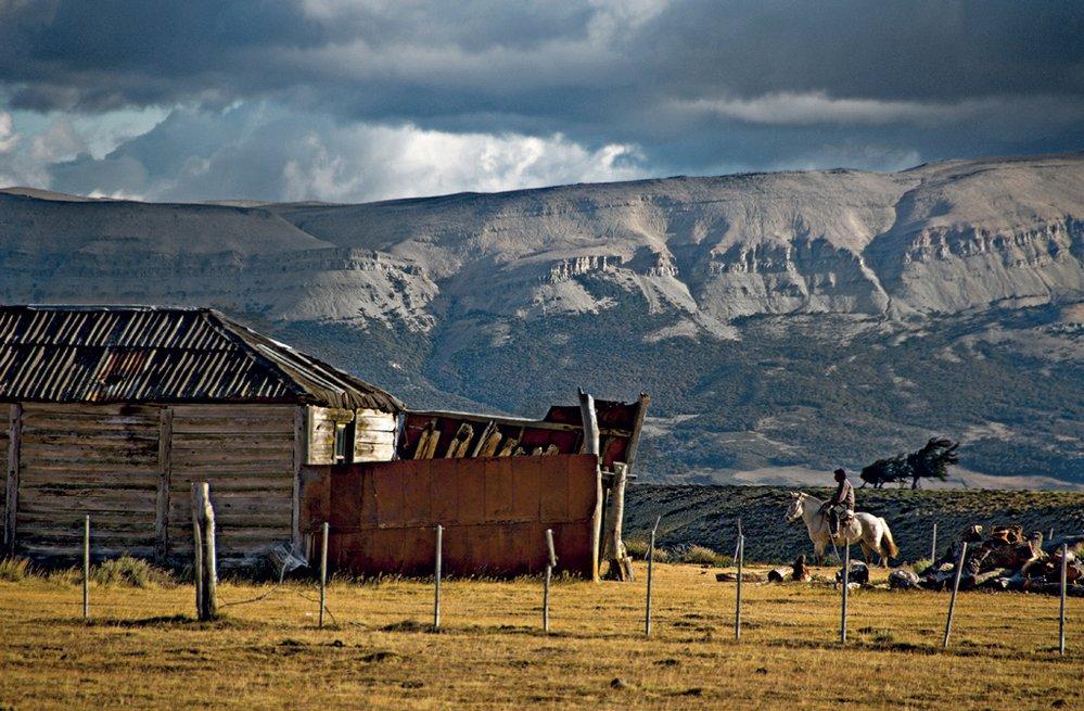 Život na opuštěných farmách dobrodružným povahám vyhovuje, usnadňují jim ho i třeba moderní mobilní telefony.
