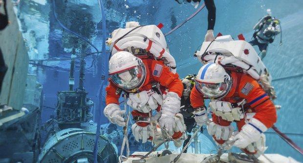 NASA testuje speciální skafandry pro astronauty na asteroidu