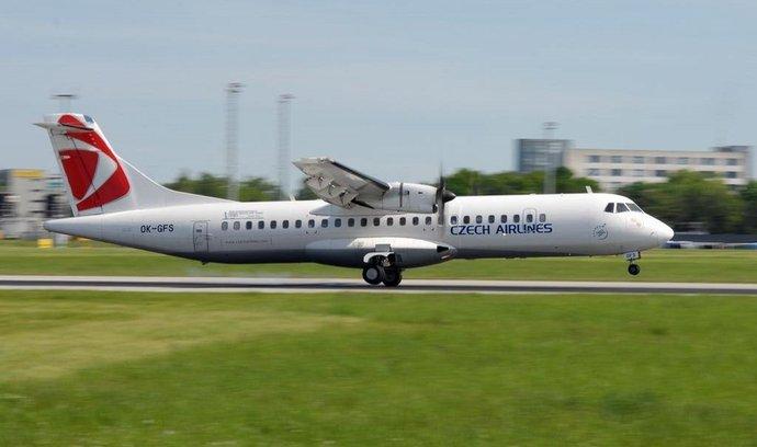 ATR 72 ČSA na letišti v Praze