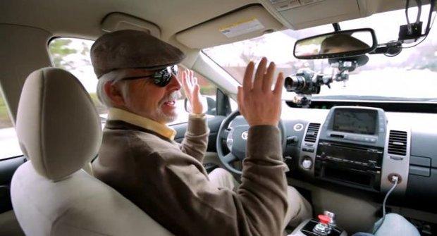 Jak se řídí auto bez řidiče?