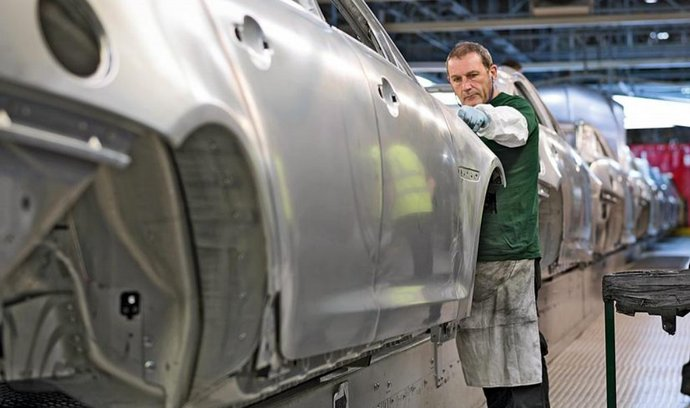 Automobilka Jaguar Land Rover zatím uvedla, že bude na Slovensku vyrábět nový celohliníkový model. Produkce továrny má být 150 tisíc aut ročně.