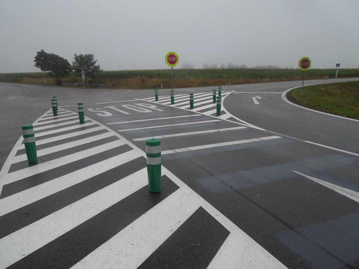Po nehodě silničáři křižovatku upravili.
