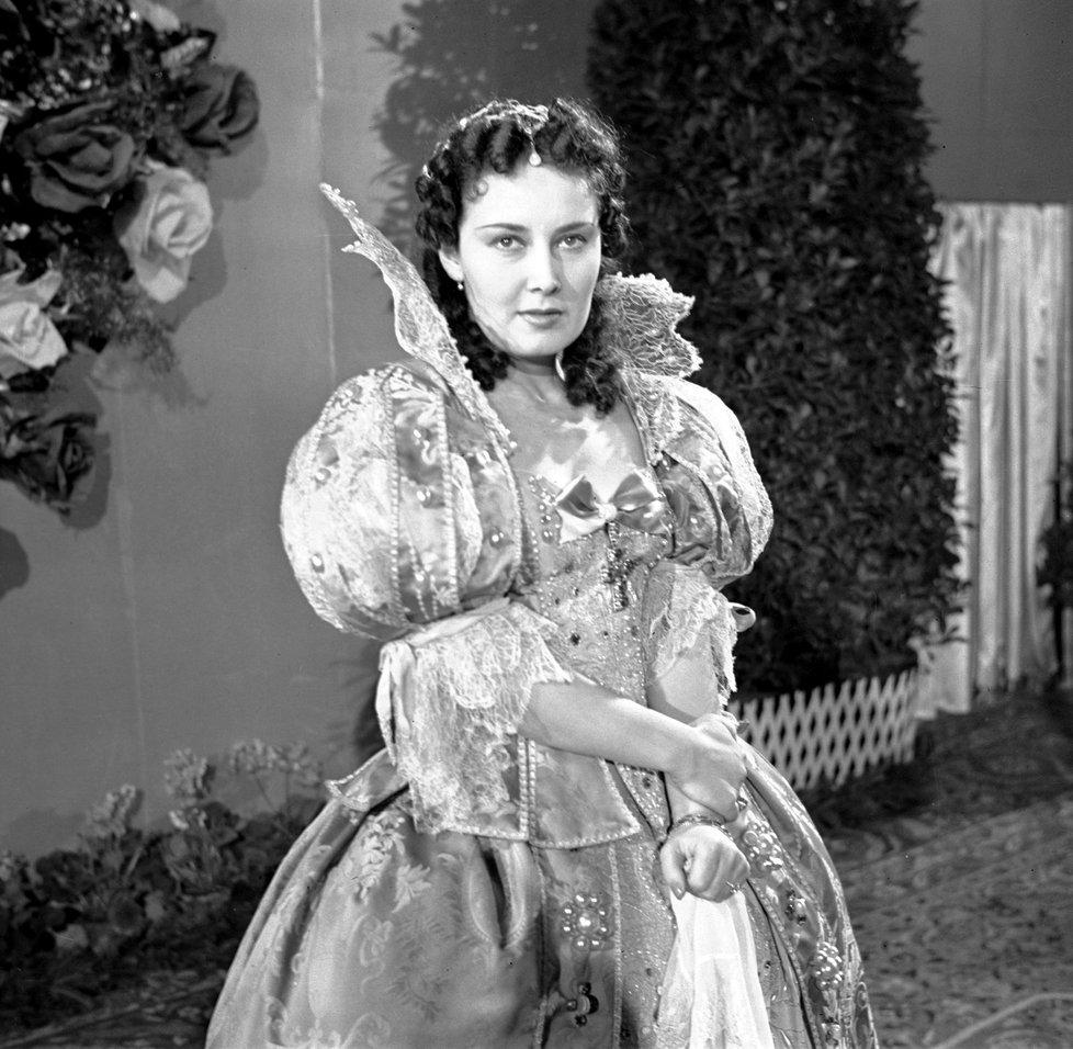 Kontroverzní herečka Lída Baarová se měla za války dobře.