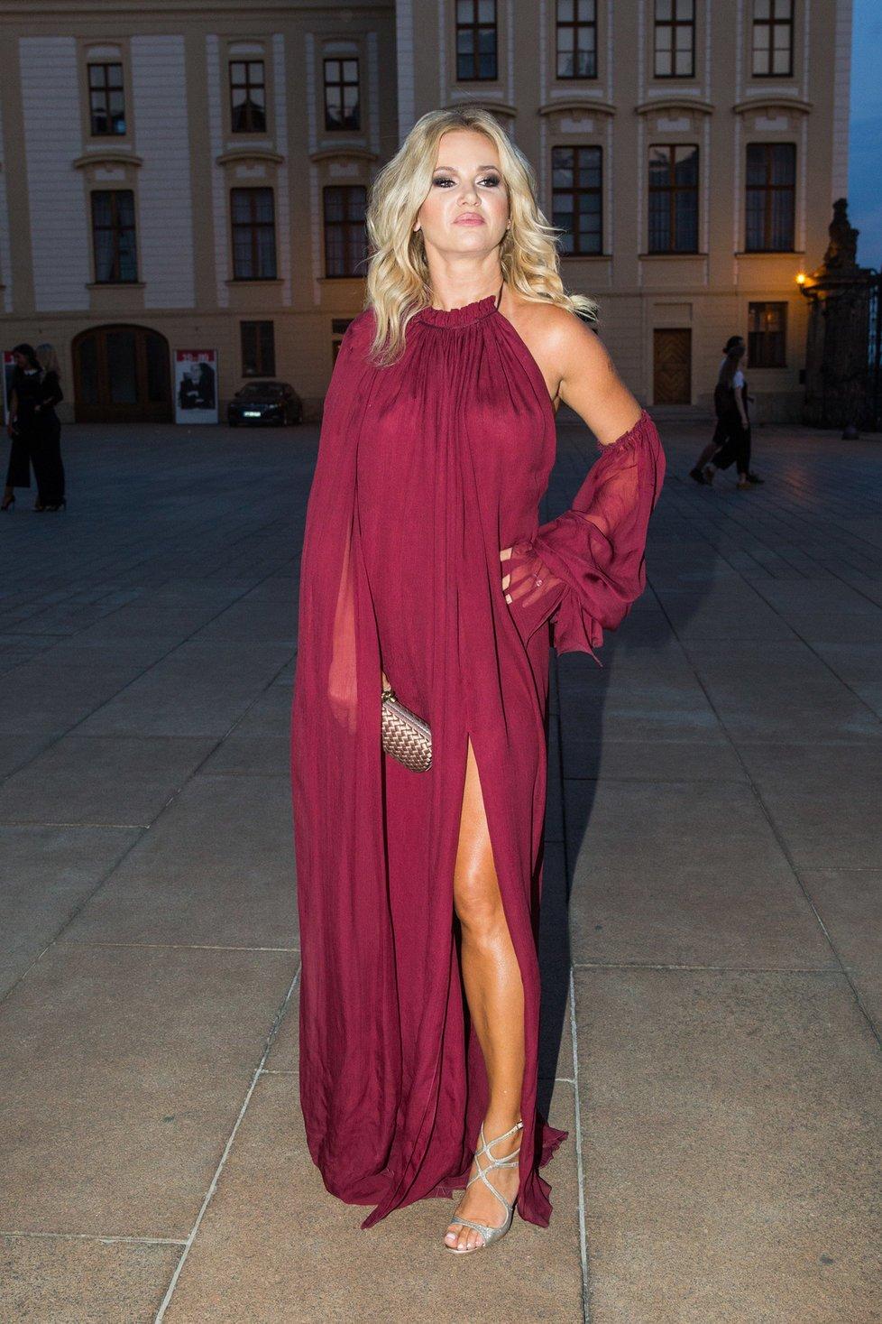 Tyhle šaty navrhl pro Moniku Babišovou