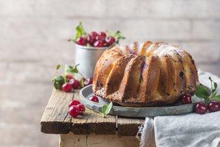 Bábovky, muffiny a spol. aneb 50 tipů na sladké letní pečení plné ovoce