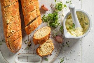 Domácí bagety: Základ slavnostních chlebíčků i víkendové snídaně