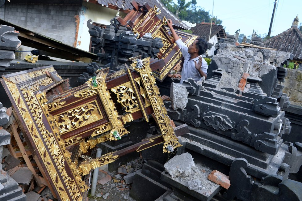 Na Bali udeřilo zemětřesení. (16. 10. 2021)
