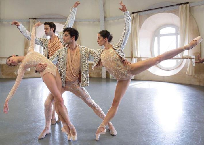 Pařížský balet má nové kostýmy od Balmain