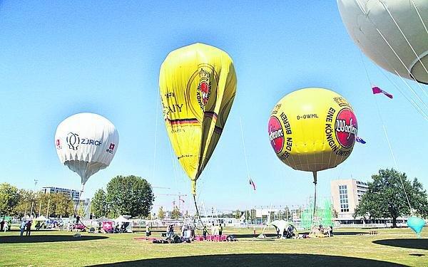 Zatímco horkovzdušný balon je připraven za 15 minut, tady to trvá hodiny.
