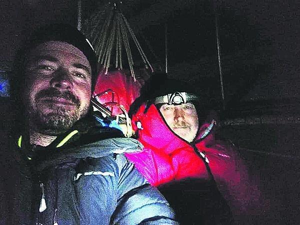 Ve výšce tři km pořádně mrzne, proto měli horolezecké bundy.