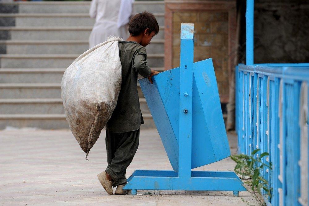 Děti v Bangladéši musí vydělávat peníze už od velmi útlého věku.
