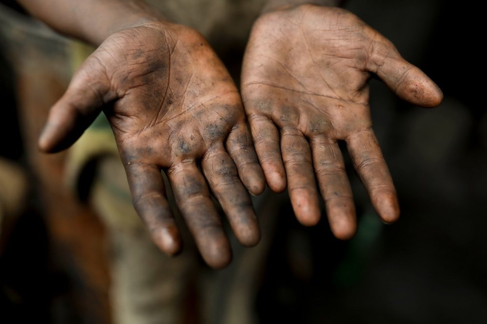 Špinavé ruce jsou při práci pro děti samozřejmostí.