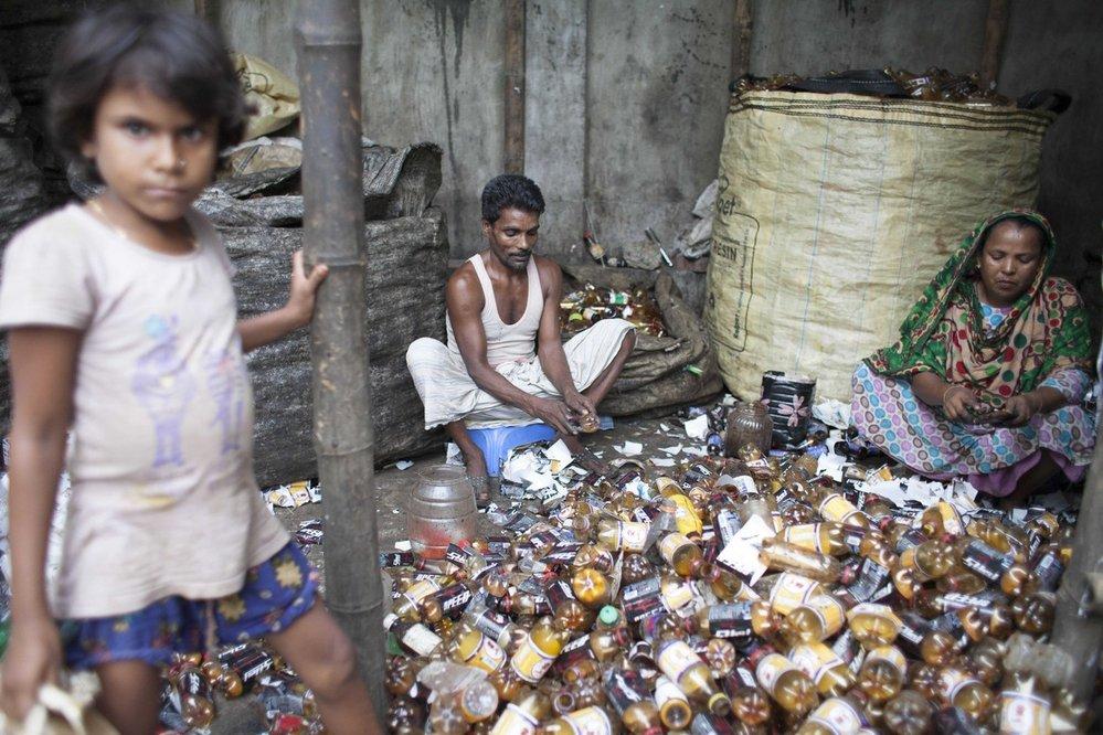 Bez práce nejsou koláče. Toho si jsou děti v Bangladéši vědomy.