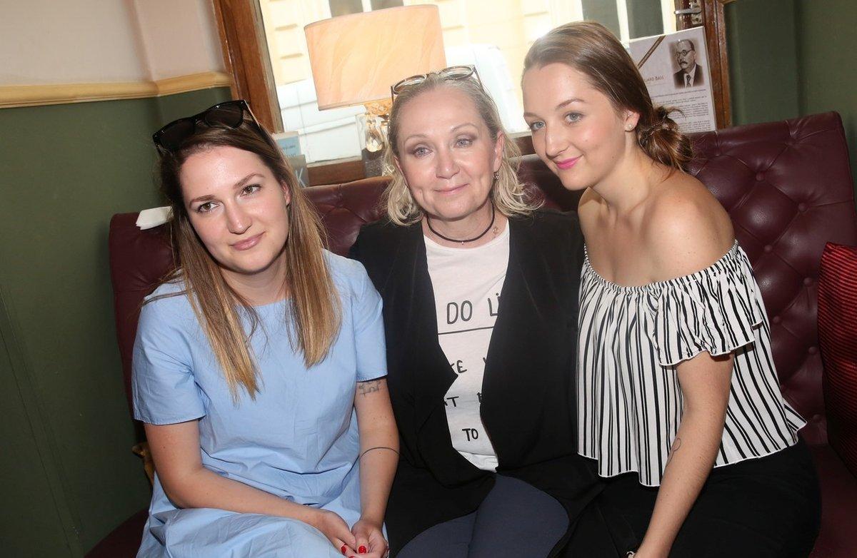 Bára Basiková s dcerami