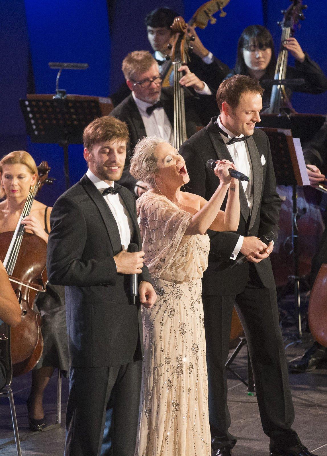Bára Basiková s Romanem Tomešem a Janem Křížem
