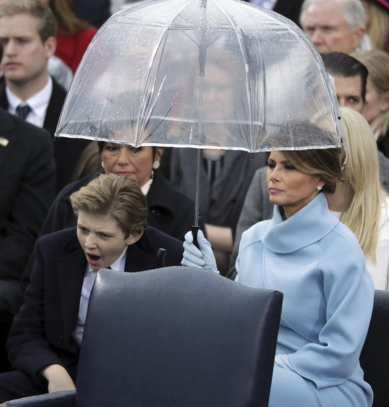 Nejmladší syn Donalda Trumpa otcovu inauguraci prozíval.