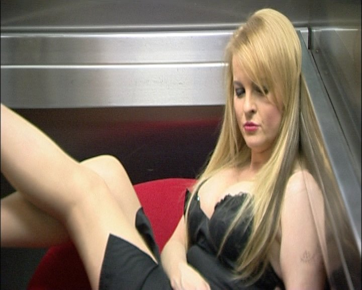 Svoje sexy křivky Iveta ukázala i v televizním magazínu TopStar.