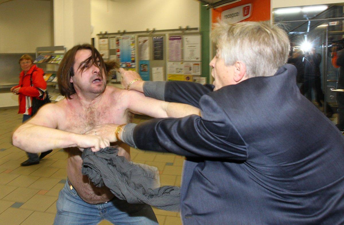 Pořadatelé nestojí o rvačky dvou bláznů.