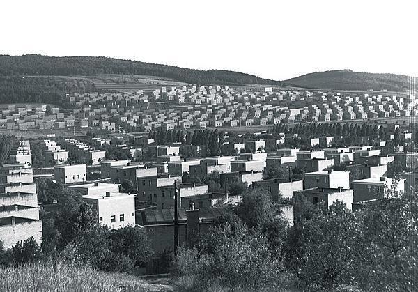 1938 Pohled na zahradní čtvrti – dole Zálešné, Podvesné, vzadu Díly.